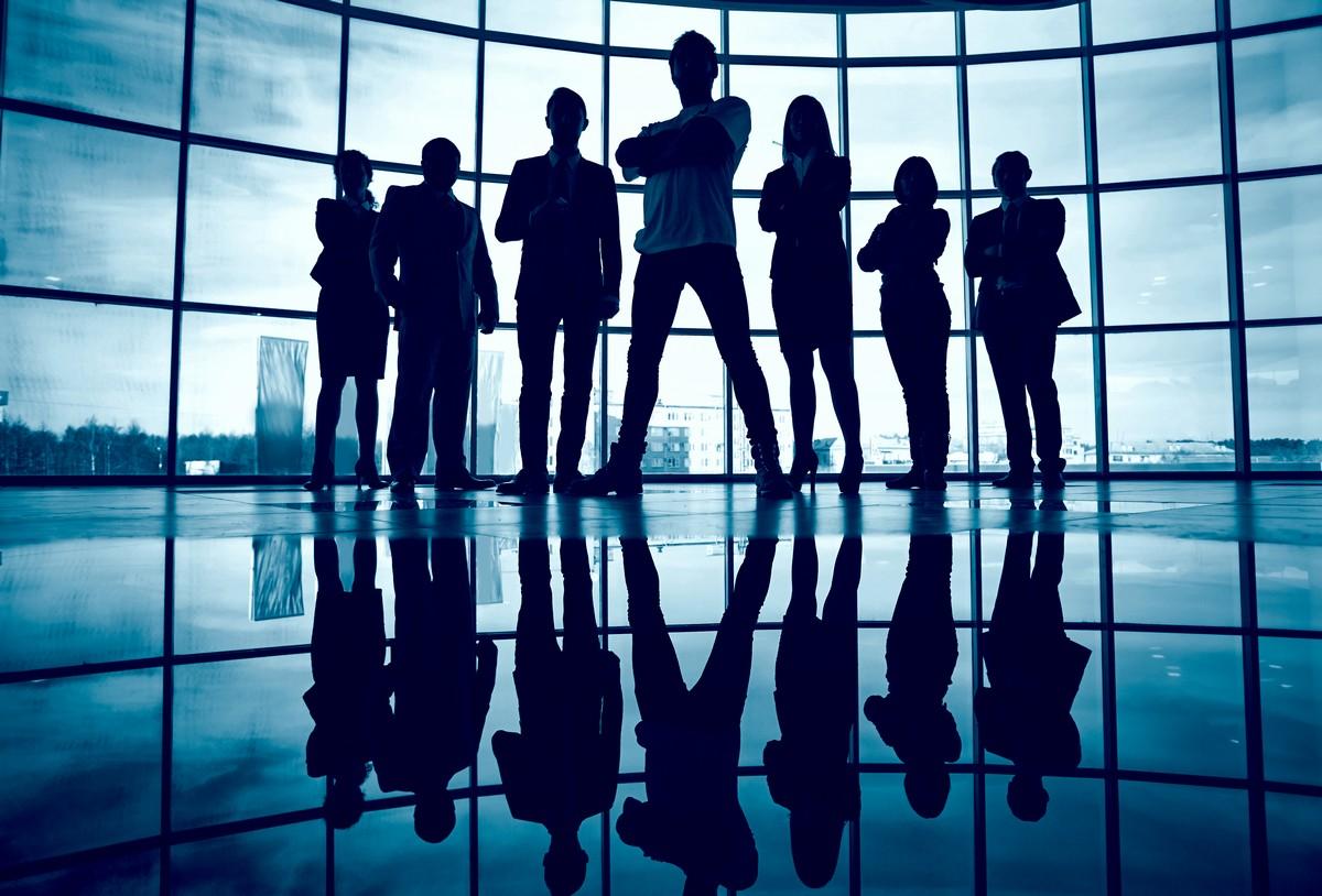 figure-of-leaders-standing